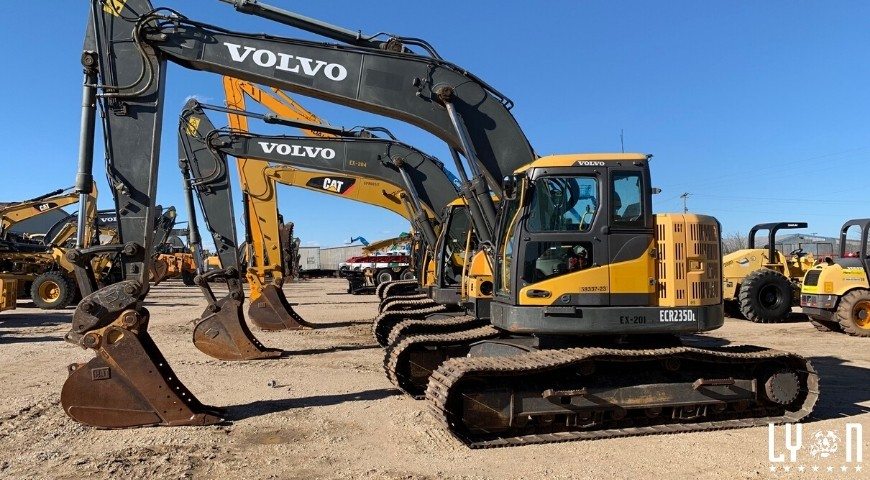 Seven reason to buy heavy equipment at an auction